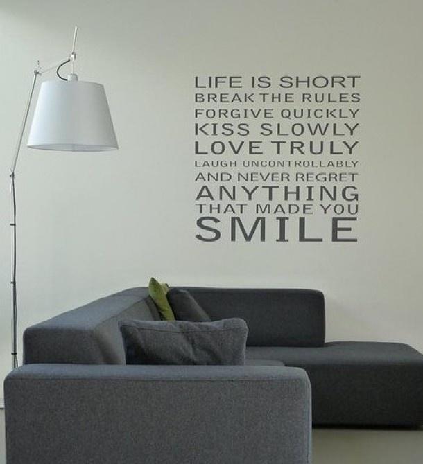 In plaats van een schilderij aan de muur lijkt het me leuk om er een spreuk op te zetten. Door Mariette
