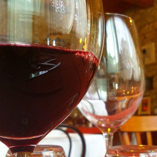L'Riss Russ il nostro Dogliani #lacciuganelbosco #cascinamartinadogliani #glass #dovemangiarelanghe #langhe #Dogliani #wine #sapevatelo #vino #winelovers #enoturismo #Italia