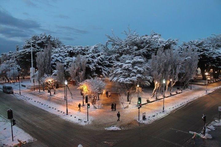 Plaza nevada en Punta Arenas - Patagonia. 29/05/2012 (vía @nacholira)
