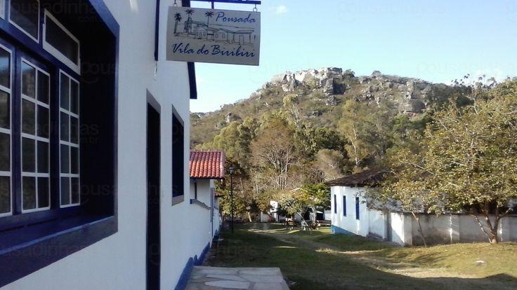A Pousada Vila do Biribiri está localizada na Vila do Biribiri, próxima a Diamantina em Minas Gerais, um local privilegiado para caminhadas e banhos de cachoeiras.