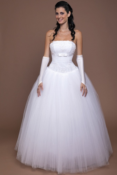 Best 25 snow white wedding dress ideas on pinterest princess snow white wedding dress junglespirit Choice Image
