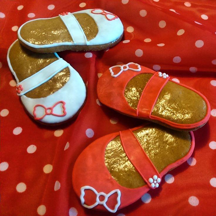 Perníčkové botičky. Girlish shoes made of honey cookies.