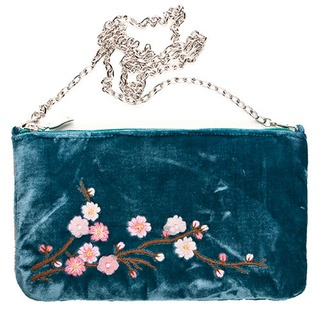 This simply divine bag is adorned with the gorgeous Blossom design, featuring delicate hand stitched flowers.