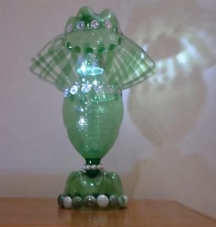 509 best reciclando botellas de pl stico images on pinterest - Como hacer una lampara ...
