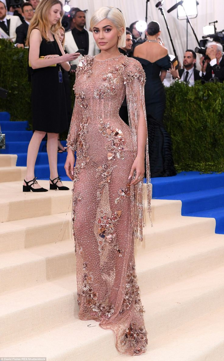 The dusky pink outfit gave the appearance of a fishing net studded with sea shells and long tassels fell from each shoulder.