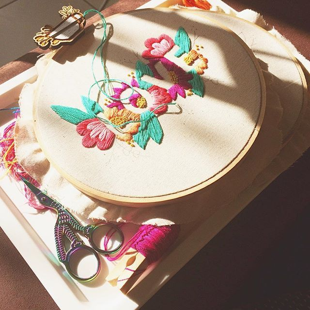 A little early morning stitching in the lovely morning light, LOVE 🌿🌺🌿🌺