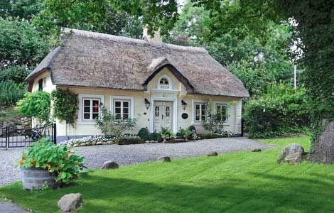 Inspirationen: Wohnen im Reetdachhaus: Ländliches Reetdachhaus - Wohnen & Garten