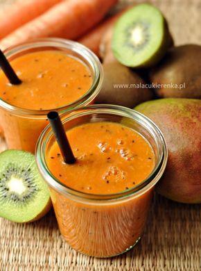 Smoothie z mango, kiwi i marchewką.