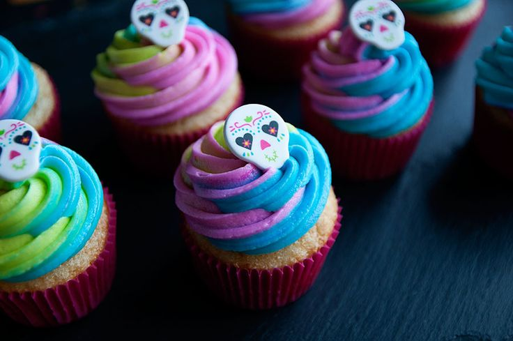 Here is the second of three posts this week featuring Wilton's adorable seasonal decorations. If you celebrate the Day of the Dead, these sugar skulls would be perfect for you. I made Day of the Dead cookies a few years ago and encourage you to learn more about this Mexican holiday. Sugar Skull…