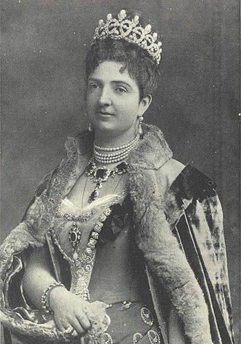 Queen Margherita wearing Savoy knot tiara