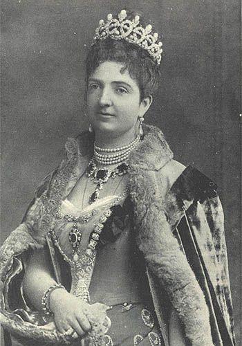 Queen Margherita wearing Savoy knot tiara