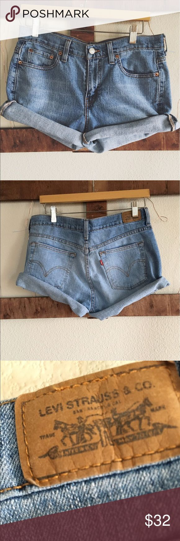 """Vintage Levi 505 jean shorts Vintage Levi jean short 505🌱 32"""" waist, 10"""" length cuffed, not darted so you can adjust the cuff, would fit a size 8 best✂️ make an offer and its yours🌻 Levi's Shorts Jean Shorts"""