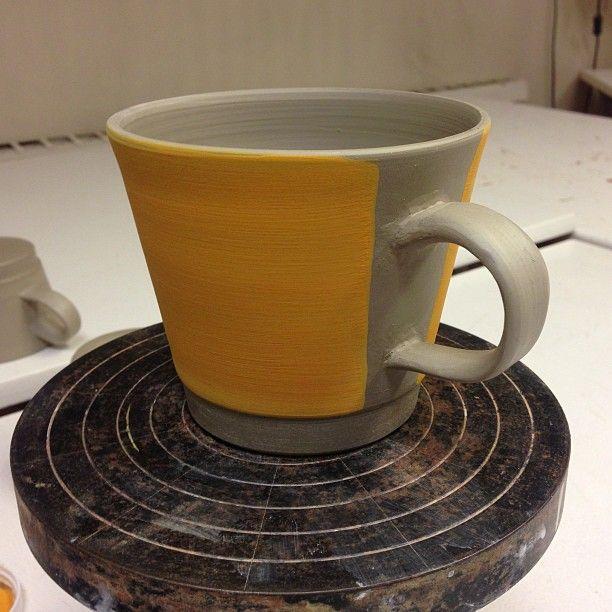 Ny underglasur. Etter glasurbrann skal den bli heftig oransje. Og med egenprodusert dekal på... Følg med!    Photo by waaktaargamst