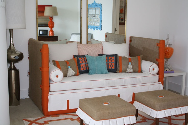 28 best images about bed to couch on pinterest mattress covers day bed and mattress - Dwell small spaces image ...