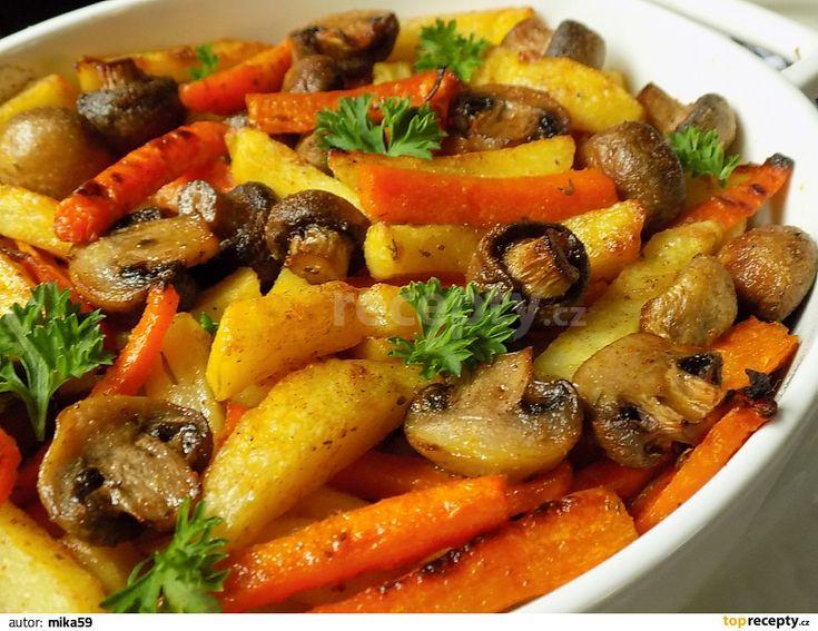 Oloupané brambory a mrkev nakrájíme na hranolky, větší žampiony na polovinu. Brambory a mrkev dáme vařit se lžící citronové šťávy na cca 2...