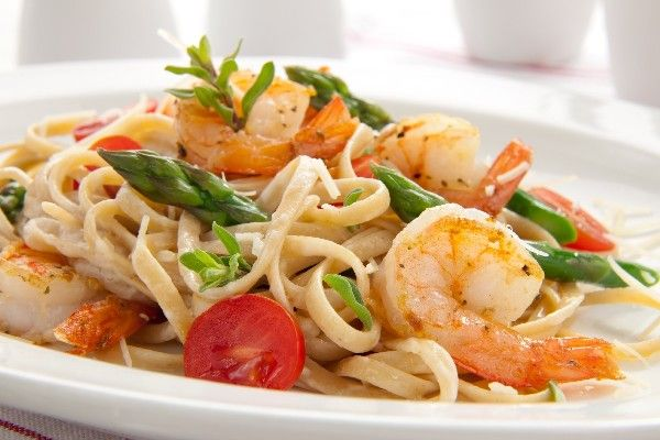 with Shrimp, Asparagus & Cherry Tomatoes in a Tasty Lemon & White Win...