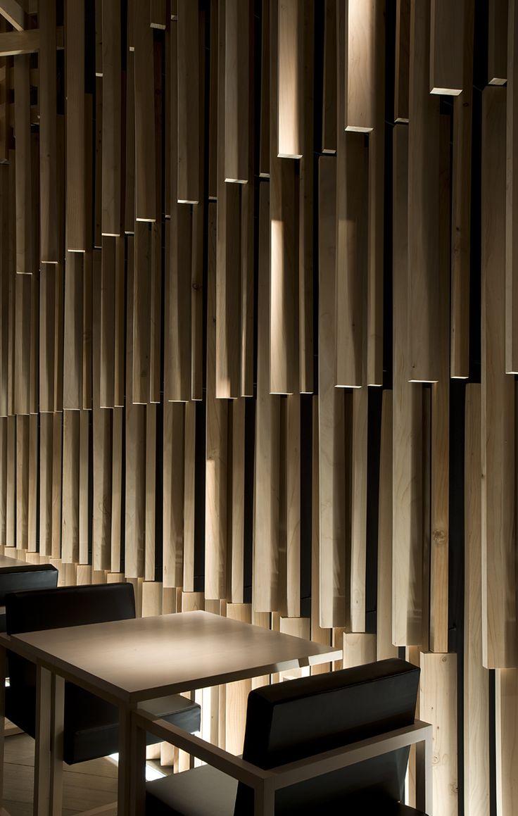 Interior uplight wooden screen - Sakenohana Kuma