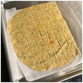 Esta receita de biscoito low carb é muito fácil e rápida de fazer, além de facilitar a dieta, podendo ser levado para qualquer lugar e favorecer a dieta com