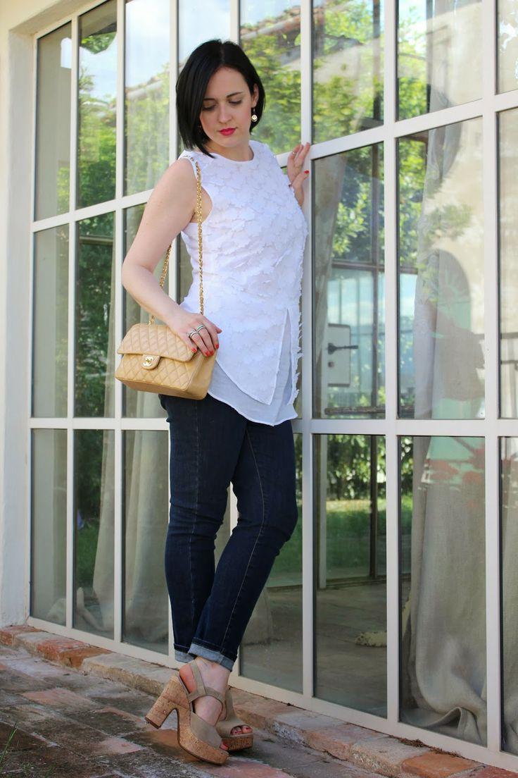 Black Star Style: Blue jeans e una cascata di fiori: un outfit casual-chic