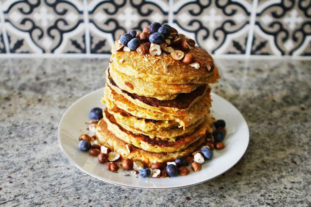 happyfoodstories: Gulrotkake-pannekaker & hjemmerørte jordbær