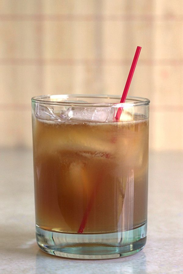 Grumpy Old Man cocktail recipe with bourbon, lime juice and ginger ale. http://mixthatdrink.com/grumpy-old-man/