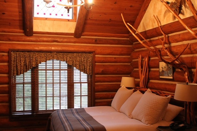 21 best branson wedding venues images on pinterest for Cabins near silver dollar city