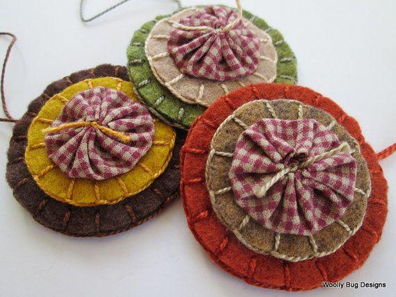 YoYo's+on+Wool+Felt+Set+of+3+Ornaments+by+WoollyBugDesigns+on+Etsy,+$15.00
