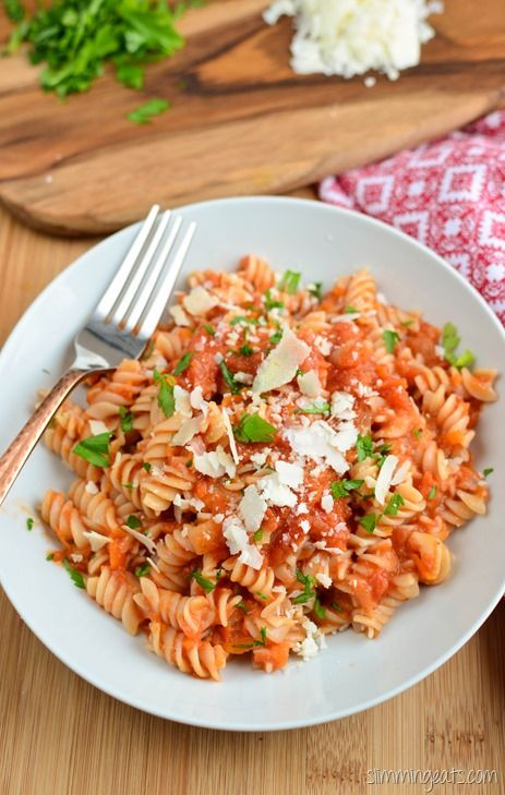 Slimming Eats Roasted Tomato and Garlic Pasta Sauce - gluten free, dairy free…