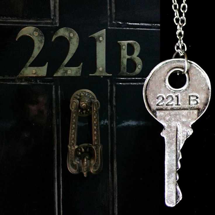 Sherlock Holmes 221 B Door Key Necklace Pendant Silver 4.5 cm, 44 cm Chain