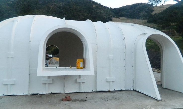 a green roofed hobbit home anyone can build in just 3 days in 2019 earthship ideas green. Black Bedroom Furniture Sets. Home Design Ideas