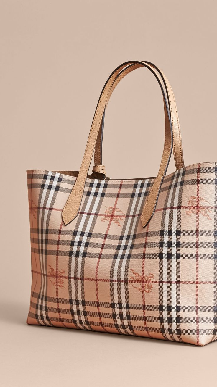 The Medium Reversible Tote in Haymarket Check and Leather in Mid Camel -  Women | Burberry
