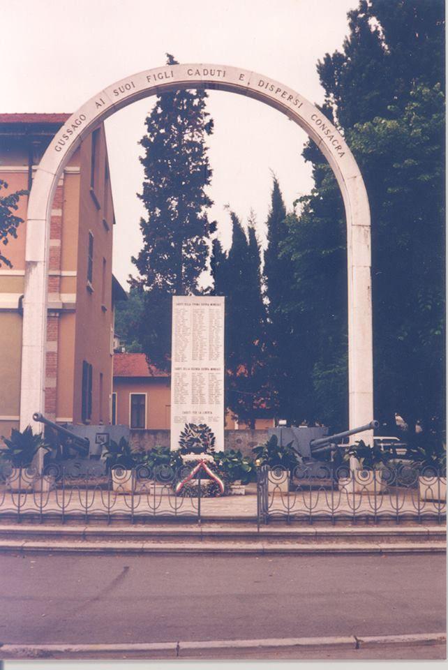 """Il """"vecchio"""" Monumento ai Caduti in piazza - http://www.gussagonews.it/vecchio-monumento-caduti-piazza/"""