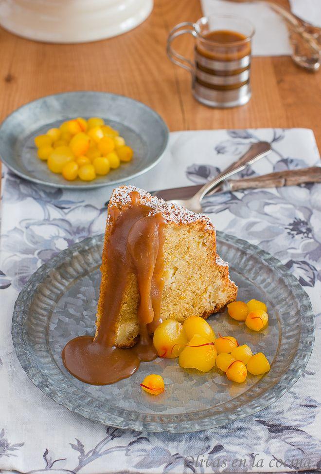 Una combinación extraordinaria la de este Bundt con manzanas y azafrán acompañado de la Sala de toffee. Olivas en la cocina