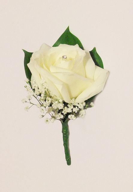 Agujero Botón clásico con Rosa Blanca , Hard Ruscus y la decoración de Diamante por Vicky Spence , a través de Flickr