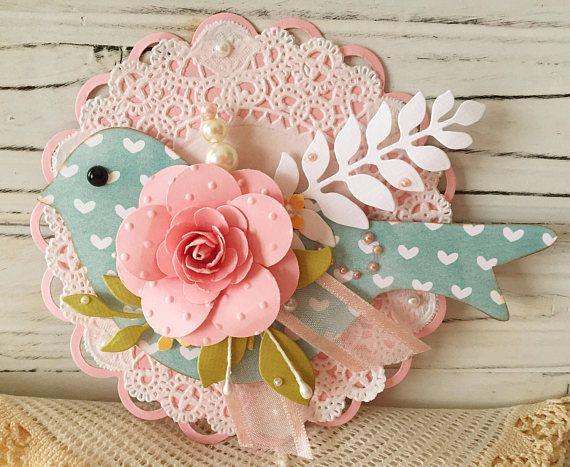 Etiqueta de adorno Shabby Pink Rosa papel flor primavera pájaro azul