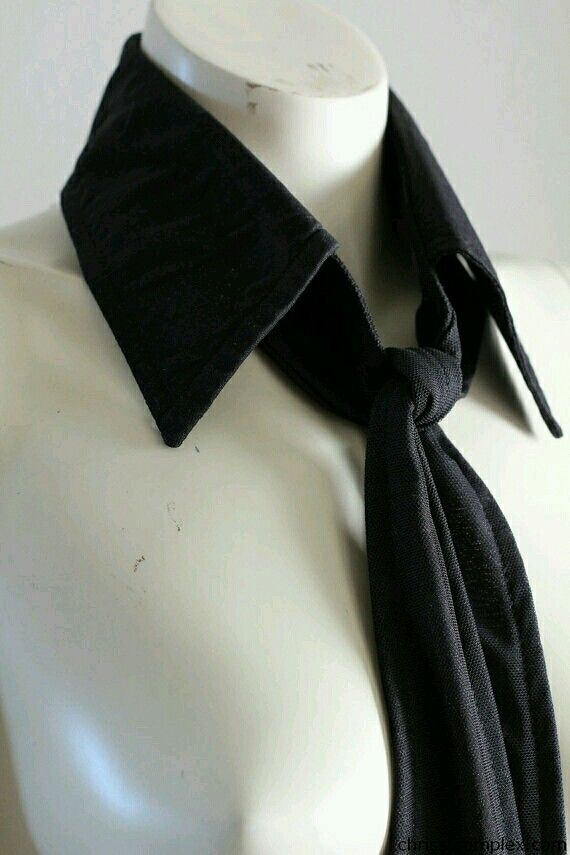 Detachable collar and tie