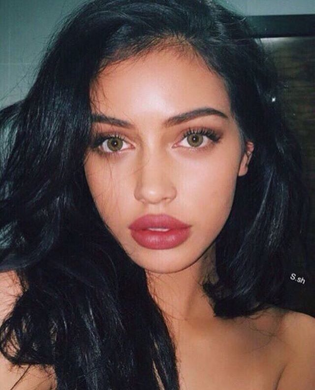 @bg_rrs ✨ black hair, thick lips and green eyes // bombshell // natural beauty @gorgeousxox