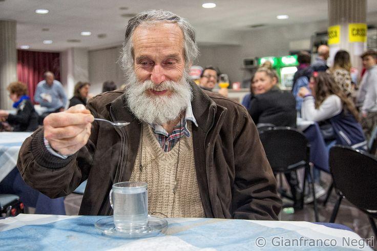 Reflusso, cattiva digestione, acidità di stomaco: un bel tazzone di acqua bollente bevuta a piccoli sorsi magari aiutandosi con un cucchiaino e tutto si rimette a posto....provare per credere.