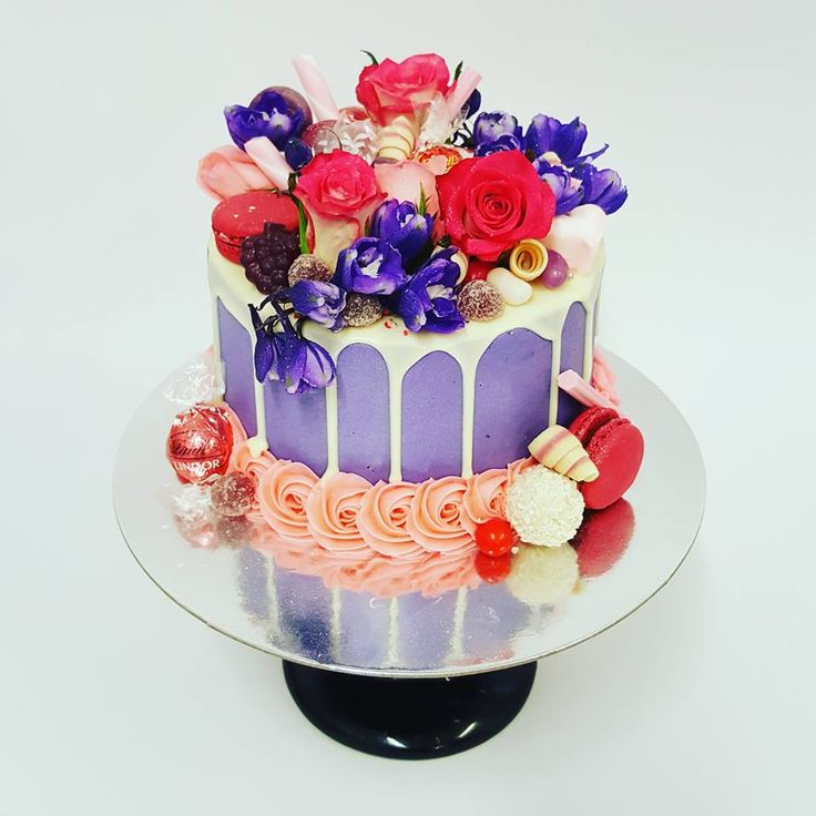 Smooth Purple overload with fresh flowers and pink rose boarder
