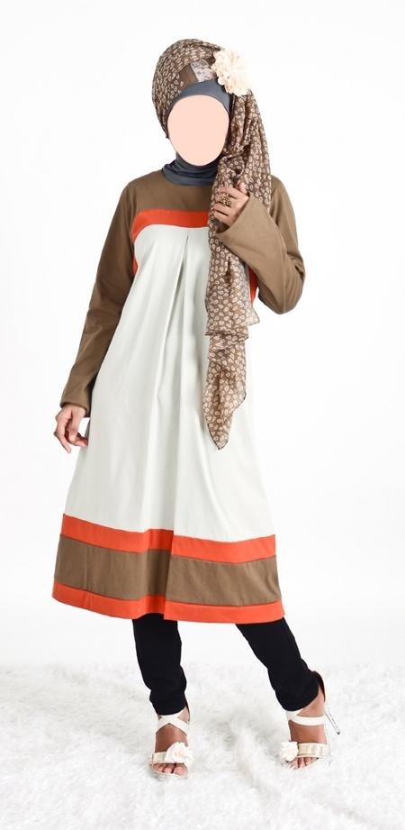 Blus Muslimah Vannara 269 - Blus dengan model simple nan cantik dengan perpaduan warna coklat putih dan orange ini, akan nyaman dipakai dikarenakan bahan kaos yang dingin. Bisa dipadupadankan dengan kerudung dengan perpaduan warna coklat dan putih, atau anda bisa juga bisa memadu-padankan dengan kerudung lainya yang lebih chik.