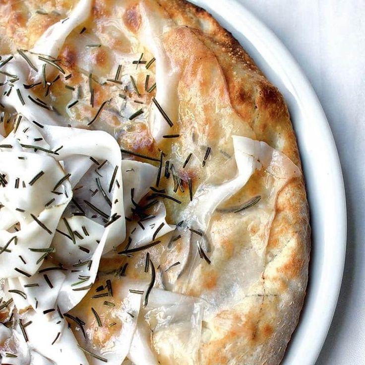 """Pizza Chic au lard de Colonnata, extraite du livre """"A l'italienne"""" par Julien Cohen et Anne Chabrol, Editions Le Chêne"""