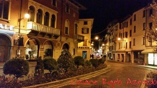 Udine by night #udine #italia #italia Via Poscolle
