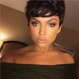 Die Bob-Frisur hat 2014 sehr gut überlebt und startet auch in 2015 wieder voll durch. Viele Frauen sind noch immer vernarrt in Bob-Frisuren. Man sieht sie überall in allerhand Farben und Länge. Heute haben wir für Dich eine schöne Kollektion an 18 Bob-Frisuren für kurze Haare und in verschiedenen Farben und Stilmix zusammengestellt. Willst Du …
