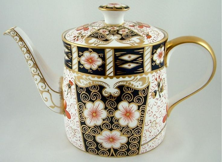LARGE TEAPOT TRADITIONAL IMARI 2451 1ST - RRP £750.00. Royal Crown Derby, Fine Bone China, Made in England. JH