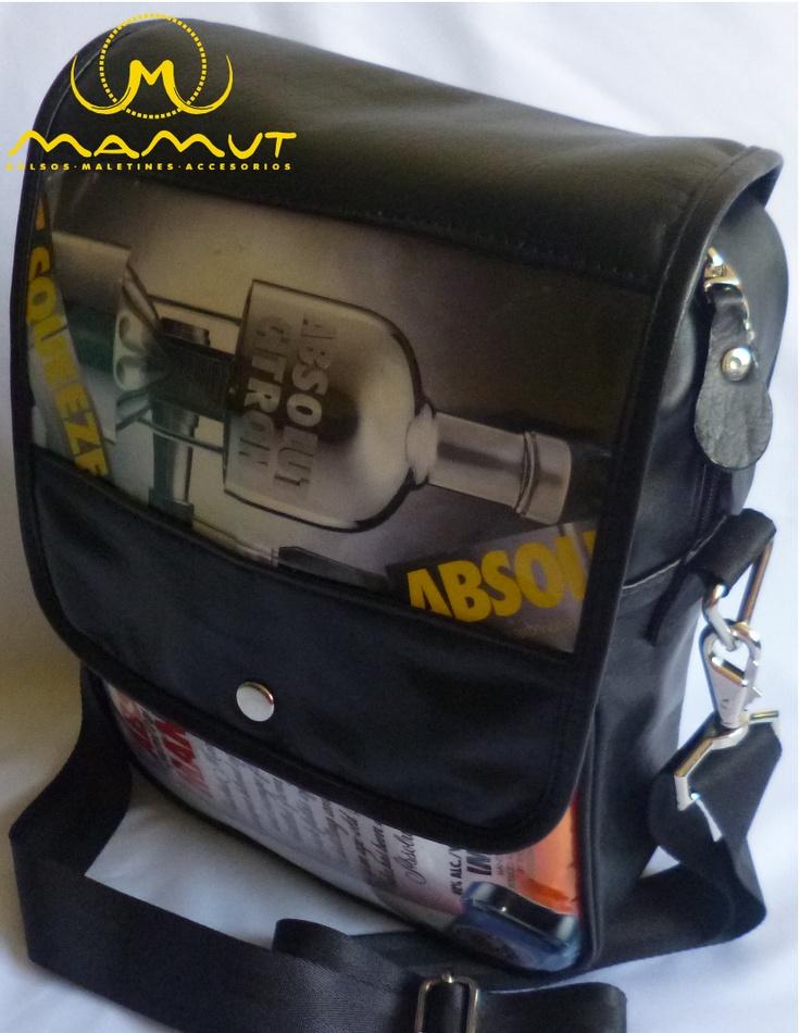 REFERENCIA: ABS-10A-M1  MATERIAL: Cuero, papel de revista, herrajes metálicos de lujo.  DIMENSIONES: 31cm * 24cm * 9cm  PRECIO: $75000.