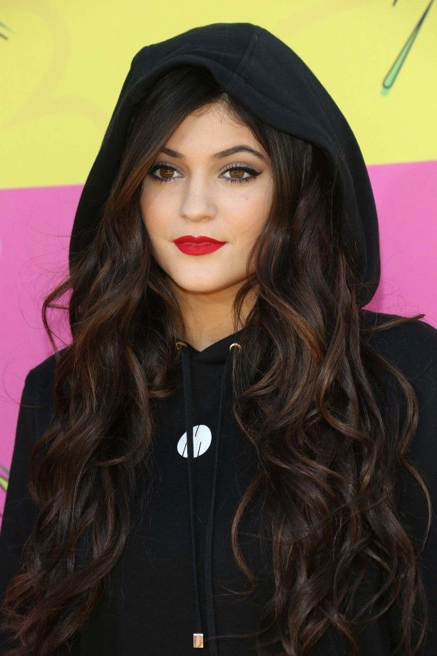 Kylie Jenner with red lips and long brown hair. I think she's so pretty.