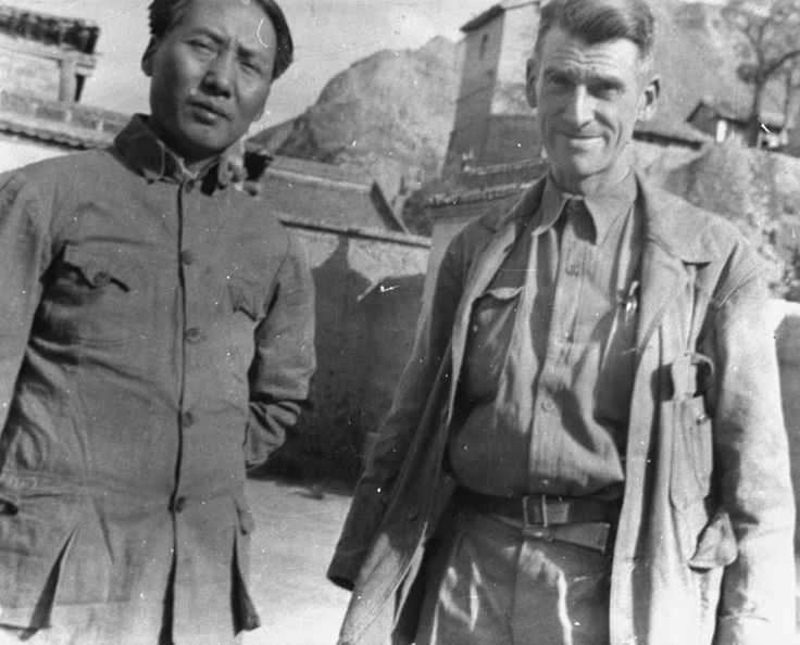 1940 该作品的收藏者: LIFE Photo Collection US military observer E. F. Carlson (R) standing with Gen. Mao Tse Tung, leader of Chinese Communist resistance fighting against the invading Japanese forces in northern China.