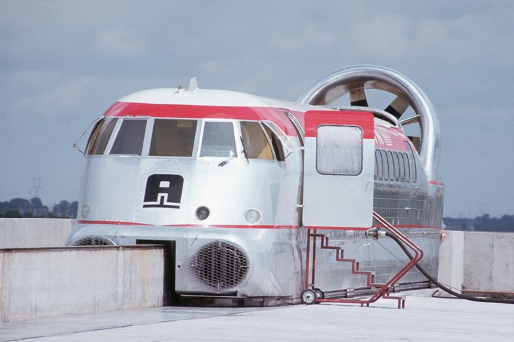 Floating on a cushion of air, Jean Bertin's Aérotrain set a world speed record in 1974.