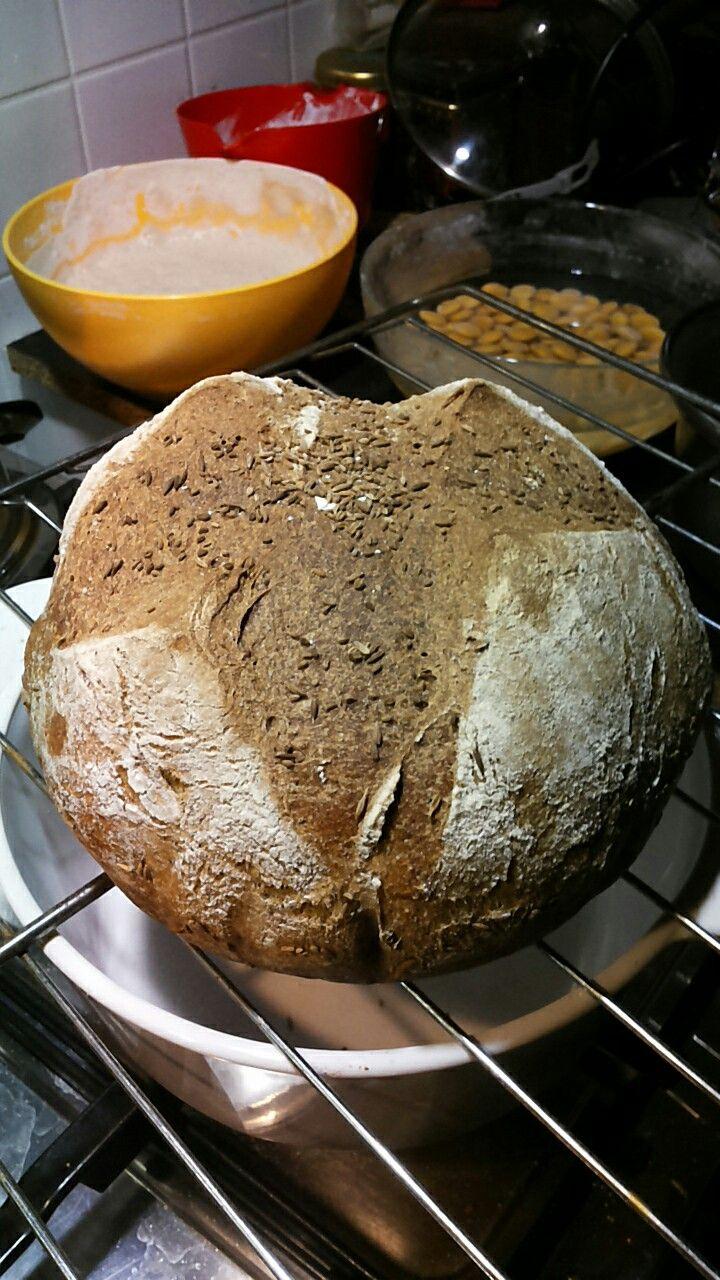 Pane con madre di segale orzo canapa semi vari