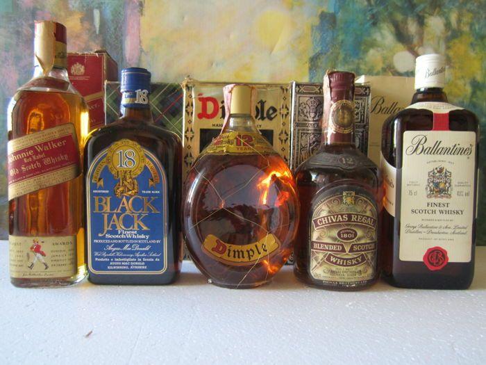 5 flessen - Dimple 12 jaar 75 cl - Black Jack 18 jaar 75 cl-Chivas Regal 12 jaar 75 cl-Johnnie Walker Red Label 75 cl - Ballantines mooiste 75 cl - con vak  1 x Dimple 12 jaar de luxe scotch whisky 75 cl 40% - vak1 x Black Jack 18 jaar beste scotch whisky 75 cl 40% - vak1 x bieslook Regal 12 jaar blended scotch whisky 75 cl 43% - vak1 x Johnnie Walker Red Label oude Schotse whisky 75 cl 40% - box1 x Ballantines mooiste Schotse whisky 75 cl 43% - boxgoed bewaard gebleven en verzegelde zoals u…